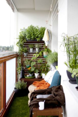 Amazing small balcony garden design ideas 09