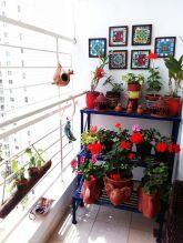 Amazing small balcony garden design ideas 13