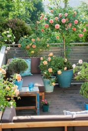 Amazing small balcony garden design ideas 16