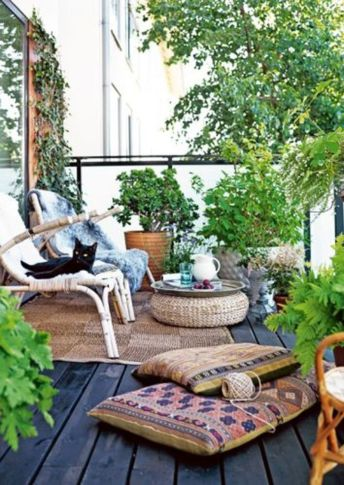 Amazing small balcony garden design ideas 19