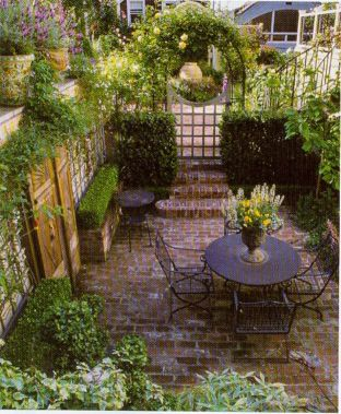 Amazing small balcony garden design ideas 33