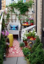 Amazing small balcony garden design ideas 41
