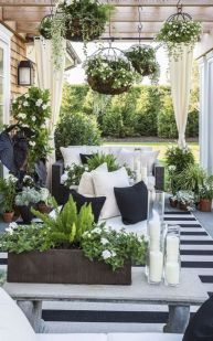 Amazing small balcony garden design ideas 44