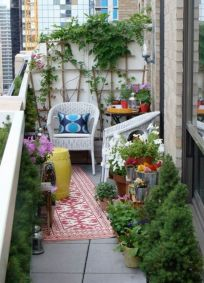 Amazing small balcony garden design ideas 47