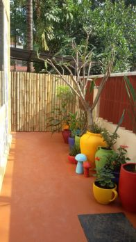 Amazing small balcony garden design ideas 57