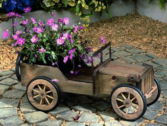 Amazing wooden garden planters ideas you should try 21