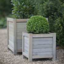 Amazing wooden garden planters ideas you should try 28