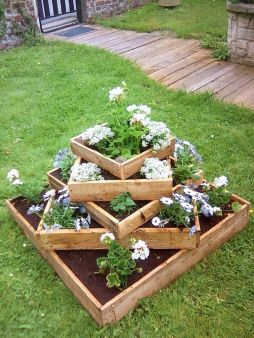 Amazing wooden garden planters ideas you should try 40