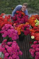 Beautiful flower garden decor ideas everybody will love 15