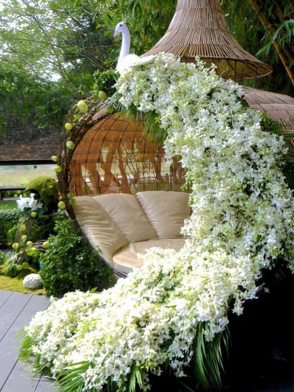 Beautiful Flower Garden Decor Ideas Everybody Will Love 17