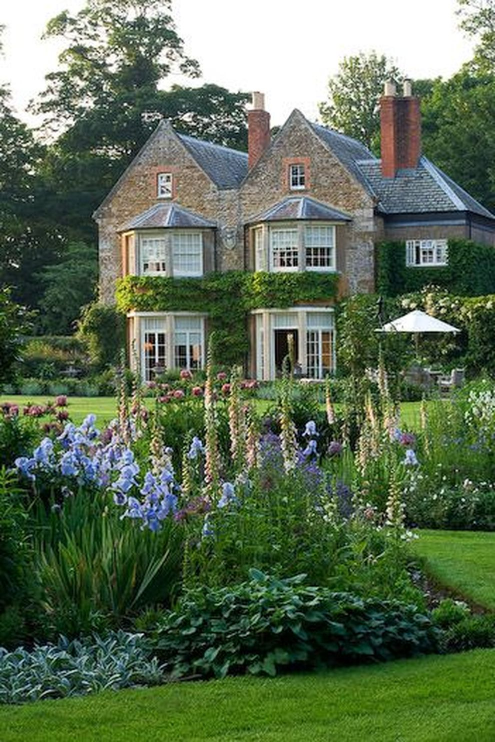Beautiful french cottage garden design ideas 19