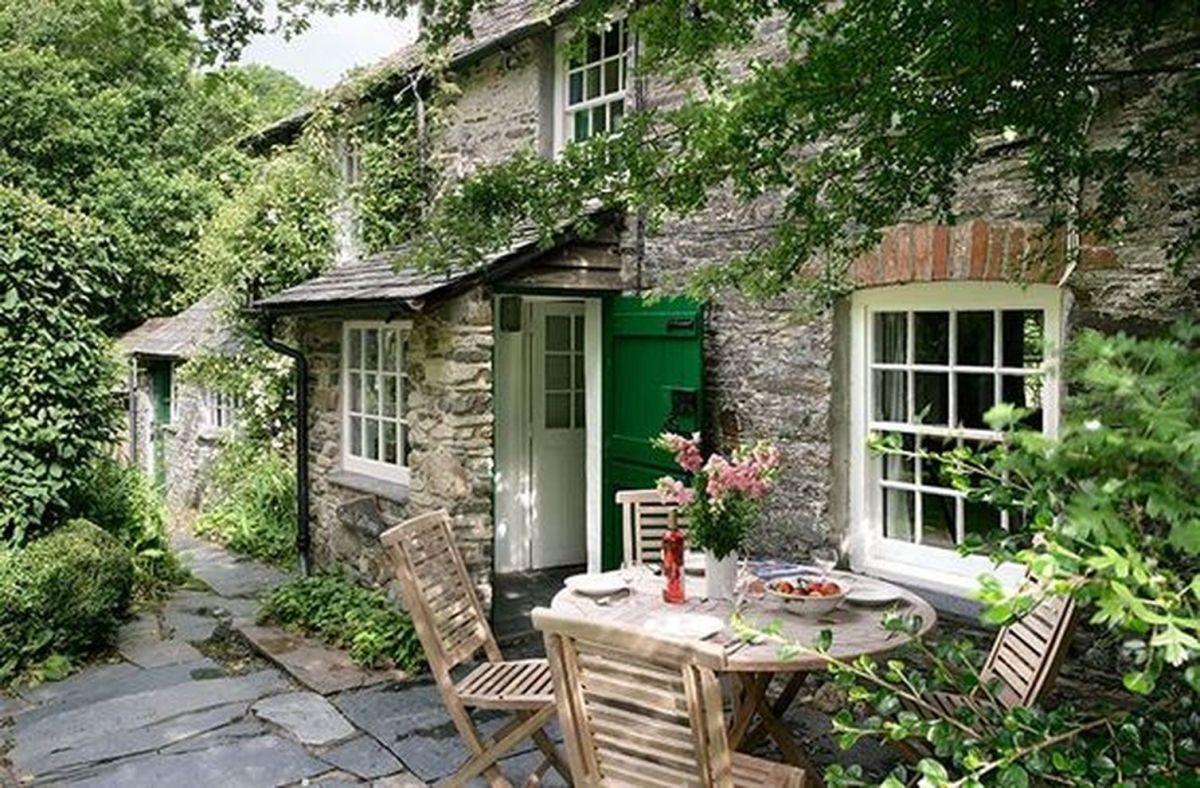 Beautiful french cottage garden design ideas 32