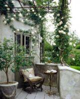 Beautiful french cottage garden design ideas 43