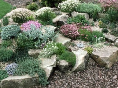 Creative garden design ideas for slopes 32