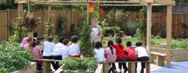 Cute and simple school garden design ideas 07