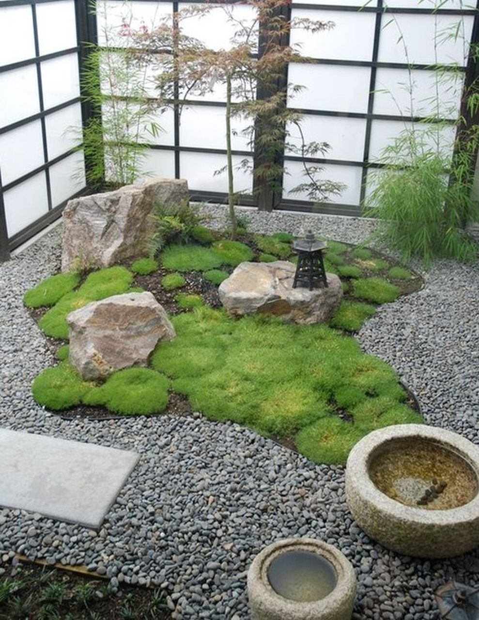Cute and simple tiny patio garden ideas 37