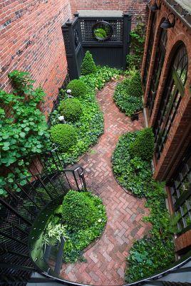 Cute and simple tiny patio garden ideas 44