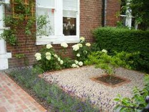 Cute and simple tiny patio garden ideas 48