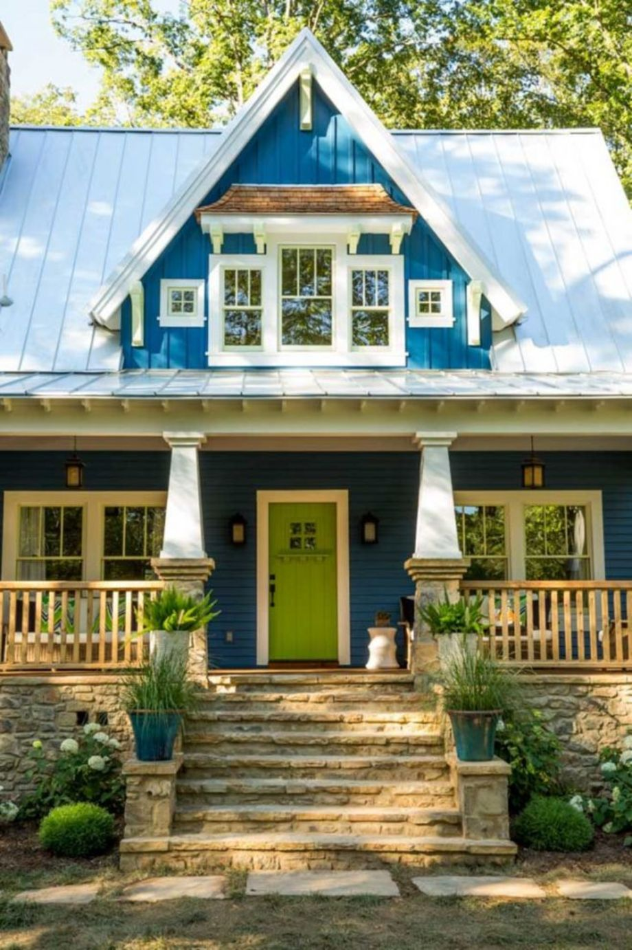 Exterior house colors with brown roof 19