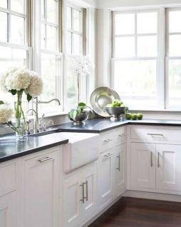 Inspiring black quartz kitchen countertops ideas 27