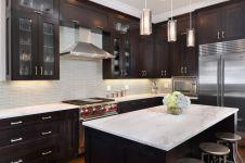 Inspiring black quartz kitchen countertops ideas 39