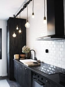 Inspiring black quartz kitchen countertops ideas 51