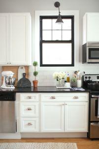 Inspiring black quartz kitchen countertops ideas 53