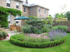 Inspiring small front garden ideas on a budget 48