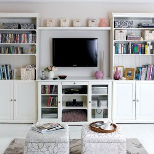 Simple living room design ideas with tv 04