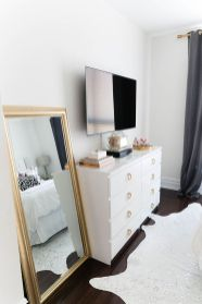 Simple living room design ideas with tv 35