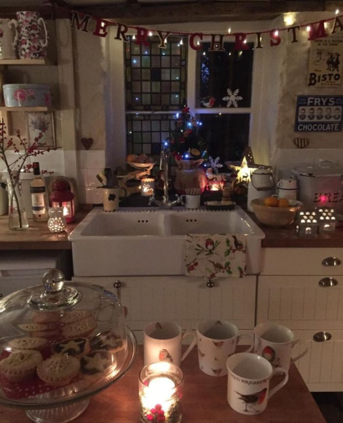 Stunning christmas decorating ideas for the kitchen 24