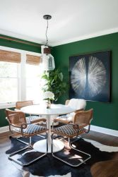 Stylish dark green walls in living room design ideas 04