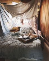 Cozy bohemian teenage girls bedroom ideas (36)