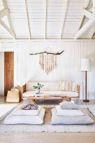 Creative diy beachy living room decor ideas (45)