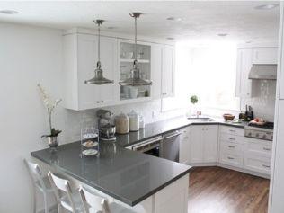 Inspiring u shaped kitchen ideas with breakfast bar (29)