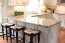 Inspiring u shaped kitchen ideas with breakfast bar (4)