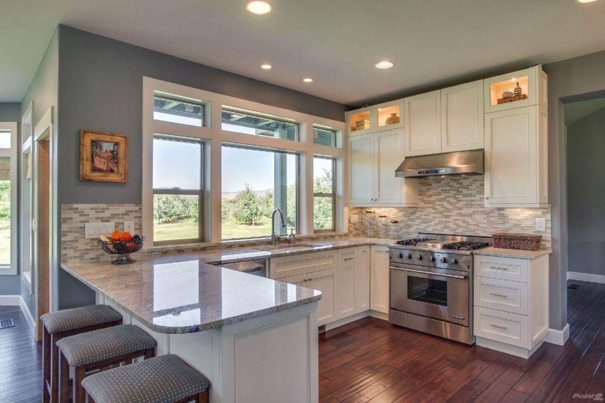 Inspiring u shaped kitchen ideas with breakfast bar (54)
