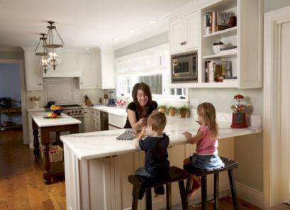 Inspiring u shaped kitchen ideas with breakfast bar (56)