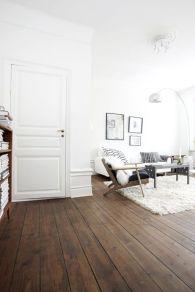 Stylish dark wood floor ideas for your living room (45)