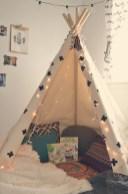 Adorable and fun christmas kids room design ideas 39