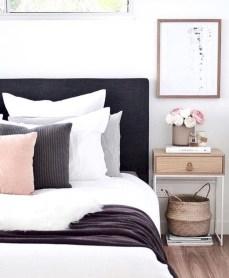 Amazing black and white bedroom ideas (20)