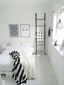 Amazing black and white bedroom ideas (39)