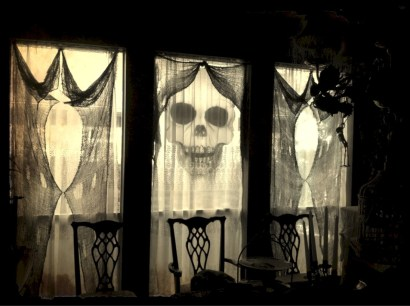 Amazing halloween window decoration ideas 02