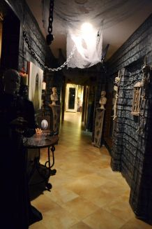 Awesome halloween indoor decoration ideas 18 18