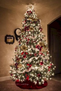 Beautiful christmas decoration ideas in red domination 06