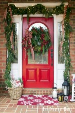 Beautiful christmas decoration ideas in red domination 27