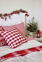 Beautiful christmas decoration ideas in red domination 42