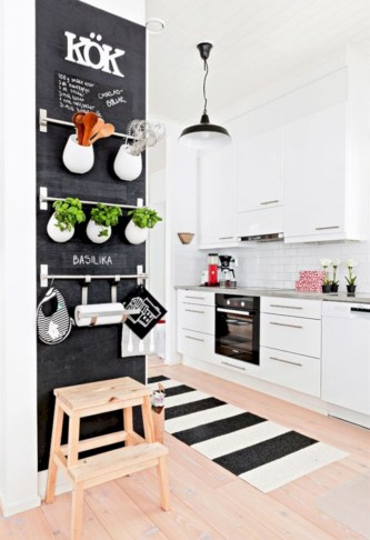 Chic kitchen ideas for small apartment 38