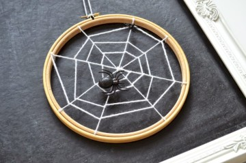 Creative diy halloween decorations using spider web 25