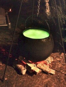 Creative diy halloween outdoor decoration ideas 26